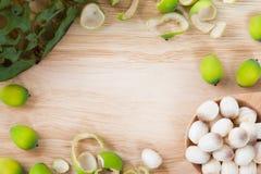 Pagina del seme del loto sul blocco di legno Immagine Stock Libera da Diritti