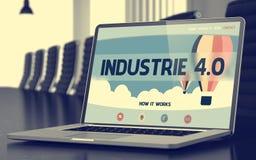 Pagina di atterraggio del computer portatile con Industrie 4 La parola di colore rosso situata sopra testo di colore bianco 3d Fotografie Stock Libere da Diritti