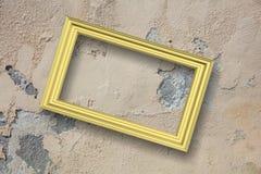 Pagina dorato isolato sullo spazio beige della copia del fondo della parete, l'illustrazione 3d Fotografia Stock