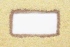 Pagina fatta di tela da imballaggio con miglio Immagini Stock