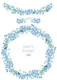 Pagina il confine, la ghirlanda e la corona dei fiori blu di nontiscordardime (miosotis), dipinti in un acquerello su un fondo bi Fotografie Stock Libere da Diritti