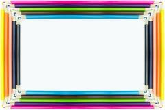Pagina le matite multicolori della forma isolate su fondo bianco Fotografia Stock Libera da Diritti