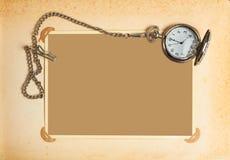 Pagina met uitstekende klok met ketting stock afbeeldingen