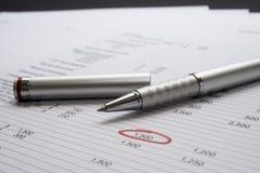 Pagina van cijfers met pen royalty-vrije stock afbeelding
