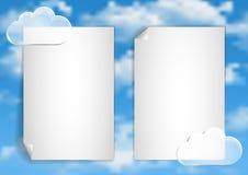 Pagina 3 van 8 Model met de blauwe witte wolken van het hemeleind Stock Fotografie