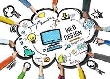 Pagina Web grafica di Webdesign della disposizione di Digital di creatività contenta concentrata Fotografia Stock