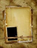 Paginación vieja con el marco para la foto. Cintas y arqueamiento. Imagen de archivo libre de regalías