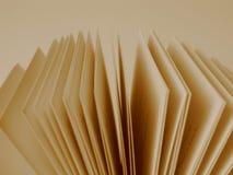 Paginaciones de un libro abierto foto de archivo