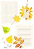 Paginaciones del cuaderno, labes y hojas de otoño fotos de archivo