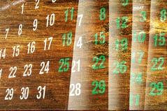 Pagine del calendario con struttura di legno Fotografia Stock