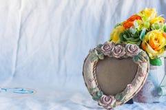 Pagine e vasi su fondo bianco Fotografie Stock