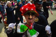Pagliacci di Philly nella parata Immagini Stock