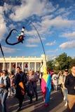 Pagliaccio, accogliente favorevolmente gli ospiti alla celebrazione del giorno della città di Mosca Fotografie Stock