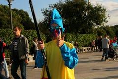Pagliaccio, accogliente favorevolmente gli ospiti alla celebrazione del giorno della città di Mosca Immagine Stock
