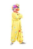 Pagliaccio maschio divertente in un costume giallo Fotografie Stock