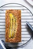 Pagnotta del pane di noci e della banana Fotografie Stock