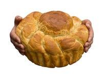 Pagnotta del pane di segale in mani del bambino Immagini Stock Libere da Diritti
