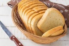 Pagnotta di pane bianca isolata su bianco Fotografie Stock Libere da Diritti