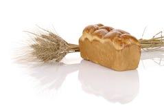 Pagnotta di pane con le spighette fotografie stock