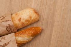 Pagnotta francese e pane italiano di ciabatta Immagini Stock Libere da Diritti