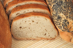Pagnotte di pane e dei panini del pane Immagini Stock Libere da Diritti