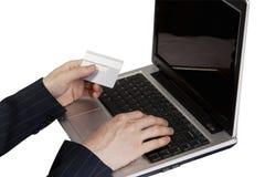 Pago de la tarjeta de crédito en la computadora portátil Imagen de archivo libre de regalías