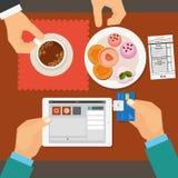 Pago móvil en restaurante usando la tableta Vector Fotos de archivo libres de regalías