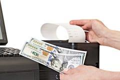 Pago para las compras en la tienda por el efectivo Impresora del recibo con Imagen de archivo