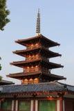 Pagod av den Shitennoji templet i Osaka, Japan Arkivfoton