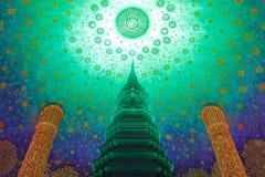 Pagod Bangkok, Thailand för Wat Paknam Bhasi Charoen The smaragdgräsplan arkivbild