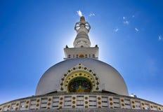 Pagod för världsfred, Leh stad, Ladakh, Indien fotografering för bildbyråer