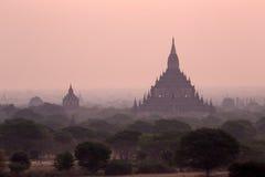 Pagod i Bagan tidigare i år fotografering för bildbyråer