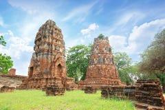 Pagod- och Buddhastatus på WAT MAHATHAT Ayutthaya, Thailand Arkivfoto