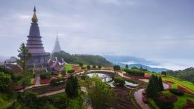 Pagod och mist på den Doi Inthanon nationalparken på Chiang Mai, Thailand arkivfilmer