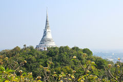Pagod på berget i den Phra Nakhon Khiri (Khao wang) templet Royaltyfri Foto