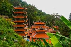 Pagod tempel askfat vietnam Phan Thiet Sommar Royaltyfri Foto