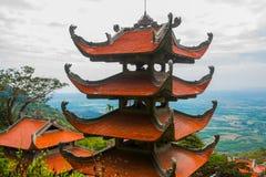 Pagod tempel askfat vietnam Phan Thiet Sommar royaltyfri bild