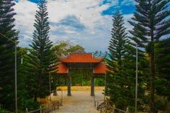 Pagod tempel askfat vietnam Phan Thiet Sommar royaltyfria bilder