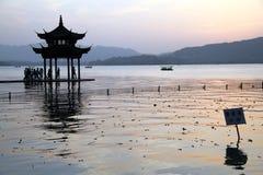 pagoda озера hangzhou западный стоковая фотография rf