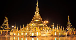 Pagoda alla notte, Yangon, Myanmar di Shwedagon di panorama fotografia stock libera da diritti