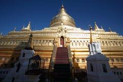 Pagoda antigua de Shwezigon Foto de archivo libre de regalías