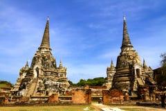 Pagoda antigua dos con el cielo fotos de archivo