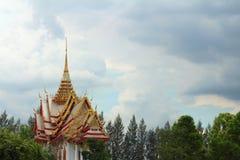 Pagoda antigua en un templo en Tailandia imagen de archivo libre de regalías