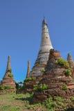 Pagoda arruinada, lago Inle, Foto de archivo