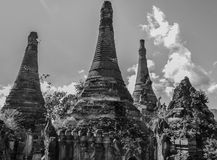 Pagoda arruinada, lago Inle, Imagen de archivo