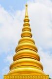 Pagoda avec dans le bleu de ciel Photo stock