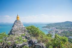 Pagoda avec la mer et le ciel bleu Photos libres de droits