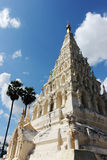 Pagoda bianca con cielo blu Fotografie Stock Libere da Diritti