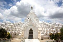 Pagoda bianca a Mandalay, Myanmar fotografia stock libera da diritti