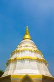 Pagoda bianca nel nantaram del wat Fotografia Stock